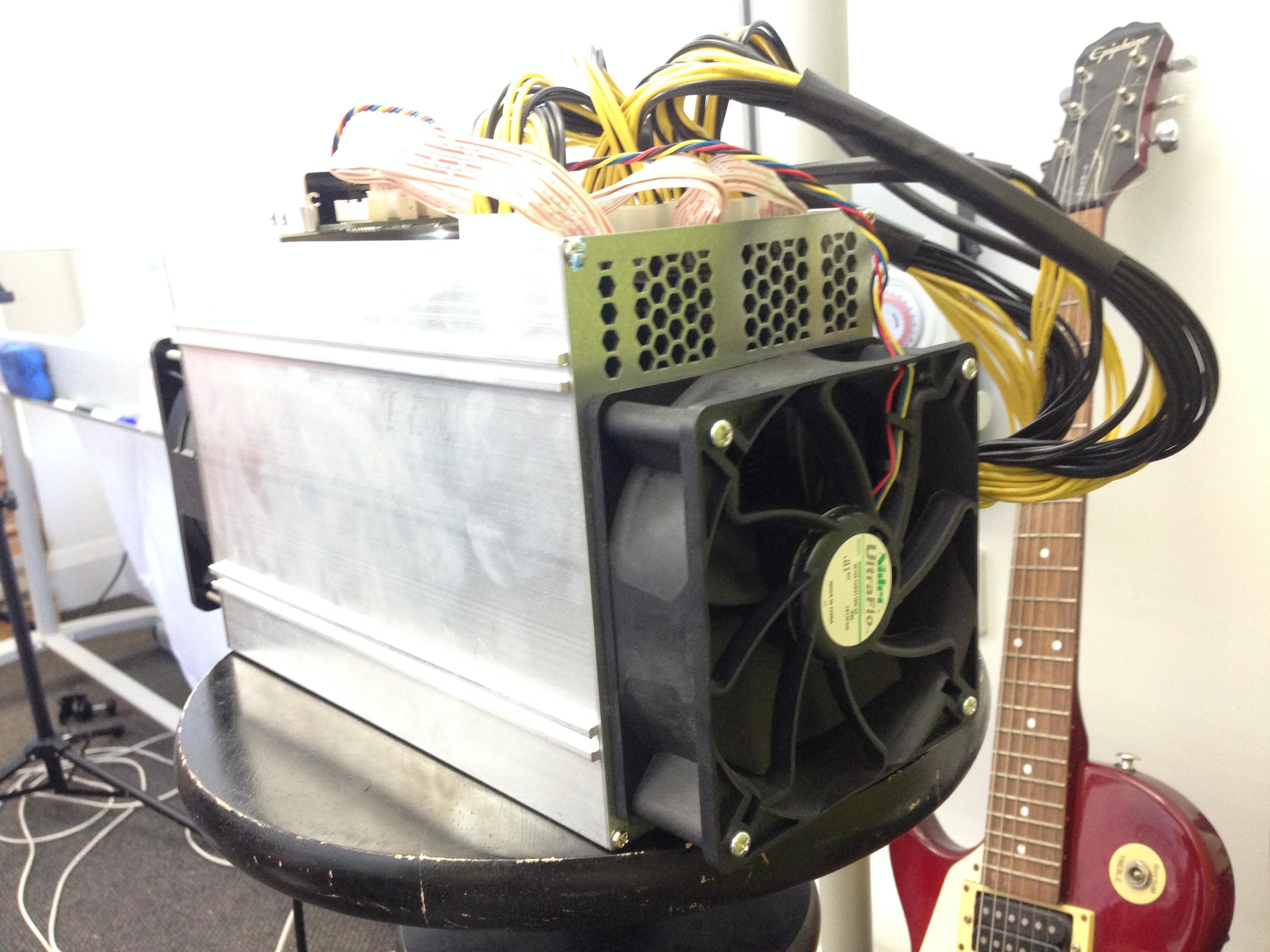 D3 ventilators, kurš izvada gaisu